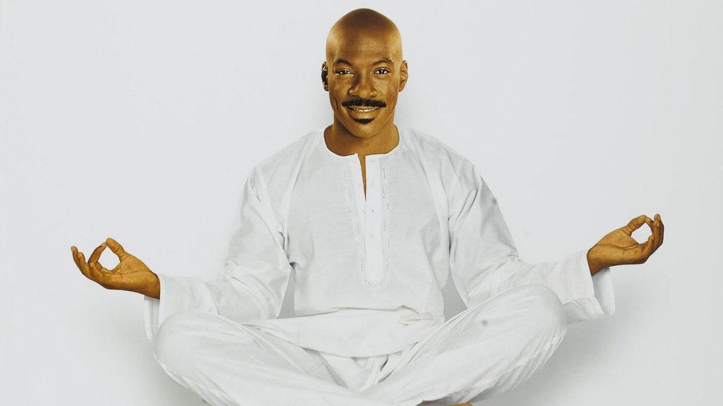 Кадр из фильма Святоша, Эдди Мерфи буддист